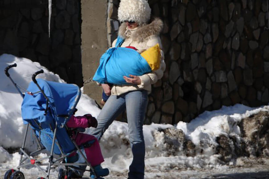 Ребенок в хендмейд слинге